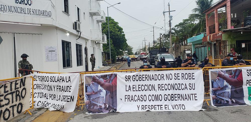 Morenistas enviados por Laura Beristain retrasan la sesión del IEQROO pese  a derrota.